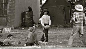 Catálogo para comprar niños jugando blanco y negro – Los 30 más solicitado