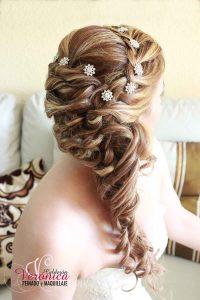 Ya puedes comprar por Internet los peinados con adornos en el pelo – Los preferidos por los clientes