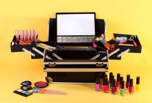 Selección de kit de maquillaje con una caja para comprar on-line